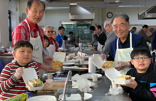 남성 독거노인사회관계 증진 프로그램(요리교실) 사진